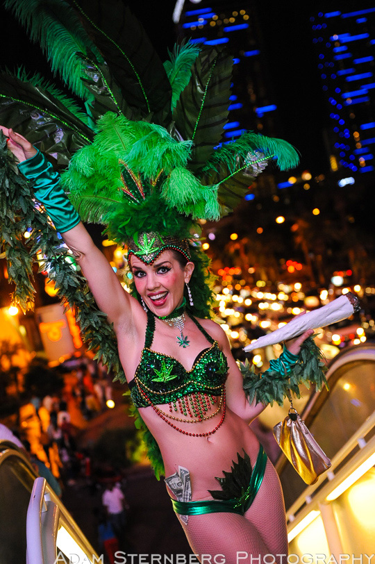 Sarah Jane Woodall - Las Vegas Street Performer and Showgirl Extraordinaire!